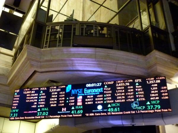 Als ich vor drei Jahren auf dem New Yorker dieses Foto machte, stand der Dow Jones bei 12.000. Jetzt sind wir schon bei über 17.000. Die Börse ist eine Maschine. Langfristig. Man darf sich von dem Auf und Ab nur nicht verrückt machen lassen.