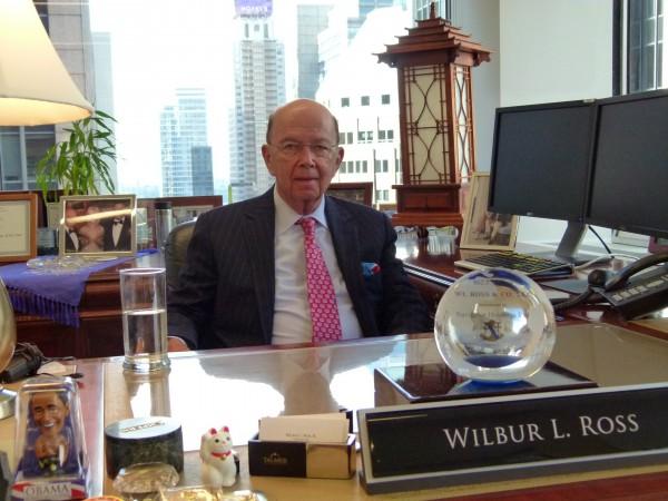 Milliardeninvestor Wilbur Ross in seinem Büro in New York. Das Foto machte ich nach einem Kaffeeplausch mit ihm.