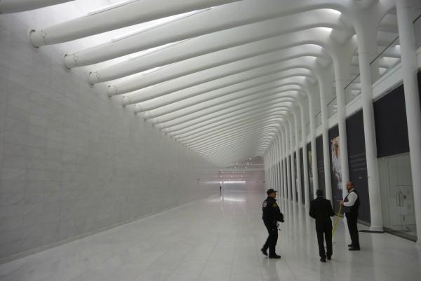 Politierte Marmor-Hallen unterhalb des One World Centers.