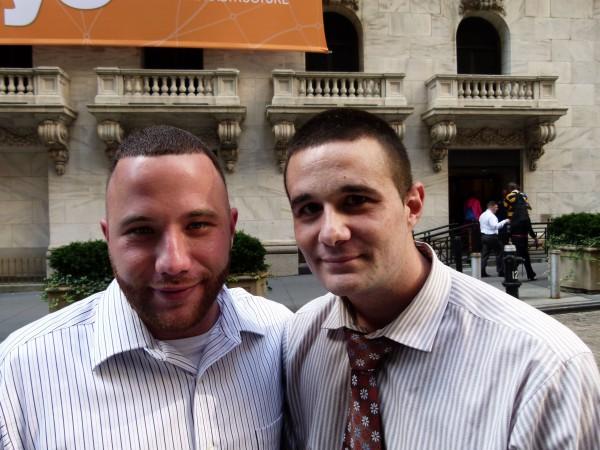 Links Christopher Blumer, rechts Steven Masiello, beide arbeiten für die Investmentfirma Joseph Gunnar & Co. Langfristig sind sie optimistisch. Sie raten zum Buy and Hold. In Krisen oder Korrekturen machen sie ihren Kunden Mut. Sie warnen die Kunden davor, ihre Aktien zu verkaufen.