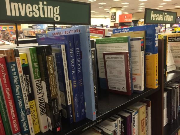 In der Buchhandlung Barnes & Noble gibt es massenweise Bücher über die Geldanlage bzw. Börse.