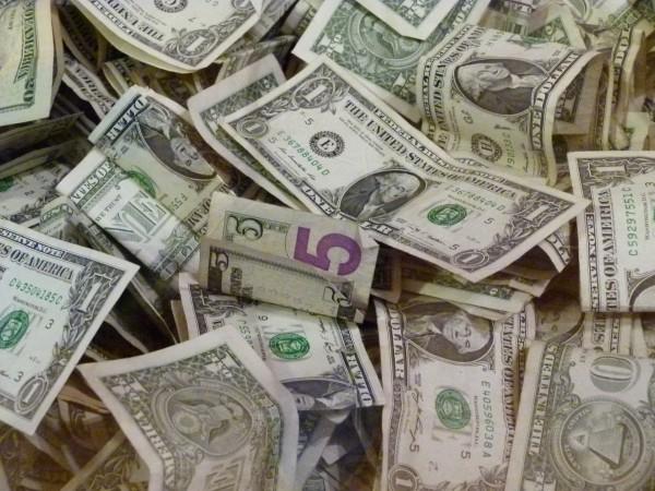 Geld im Alter: Es ist eine Herausforderung, um für einen ausreichenden Geldfluss im Alter zu sorgen.