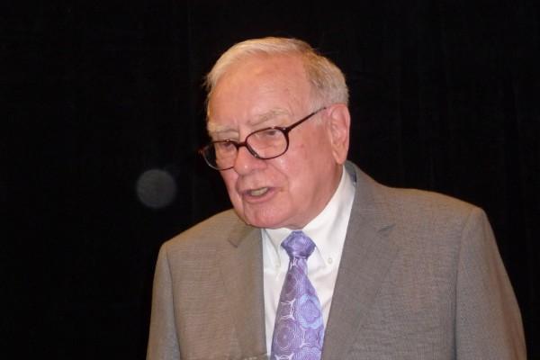 Dieses Foto habe ich von Warren Buffett in Omaha auf seiner Hauptversammlung gemacht. Ich war drei Mal auf seiner HV.