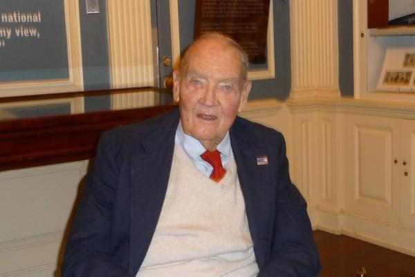 Indexfonds-Legende Jack Bogle: Er rät, monatlich den S&P-500-Index zu kaufen. Und das über mehrere Dekaden bis zum Ruhestand durchzuziehen.