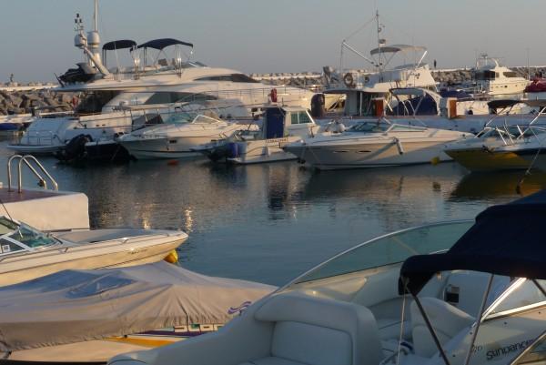 Batch-Hafen im spanischen Marbella, ein Paradies für Millionäre.