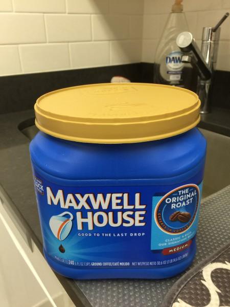 Von vorne sieht der Maxwell-Kaffee richtig üppig aus. Aber auf der Rückseite...