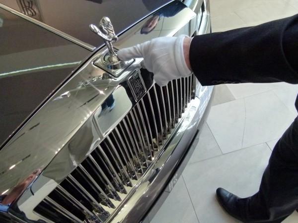 Statussymbol Rolls Royce. Wer im Jackpot gewinnt, kann dem Luxus nicht widerstehen. Und endet womöglich in der Pleite.