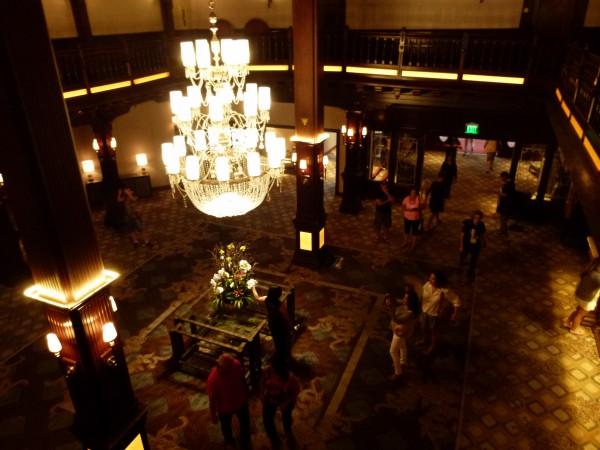 Die Schuldenmacher. Amerikaner in einer Hotellobby in San Diego (Kalifornien).