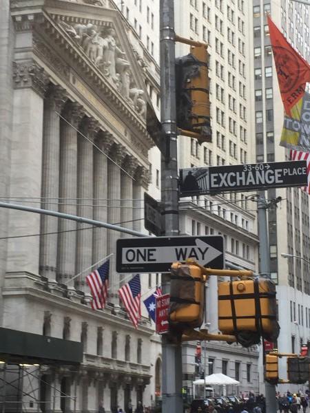 Keiner kann die kurzfristige Börsenentwicklung mit Sicherheit hervorsehen. Es wird viel gequatscht.