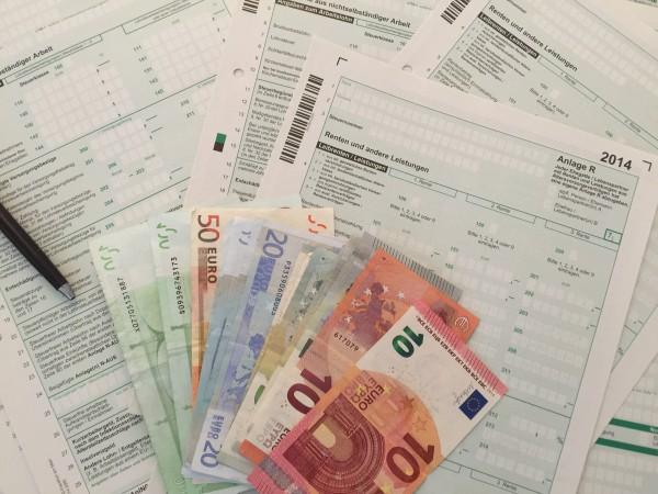 Die Bundesregierung wird die Abgeltungsteuer abschaffen. Damit erhöht sich die Steuerlast für viele Sparer und Aktionäre.