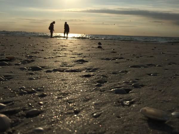 Wenn Sie ausreichend gespart und investiert haben, können Sie eventuell den Vorruhestand genießen. Irgendwo am Strand. Das ist mein Traum.
