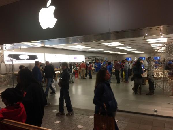 In den Apple-Lädem in den USA ist immer einiges los. Von Flaute keine Spur.