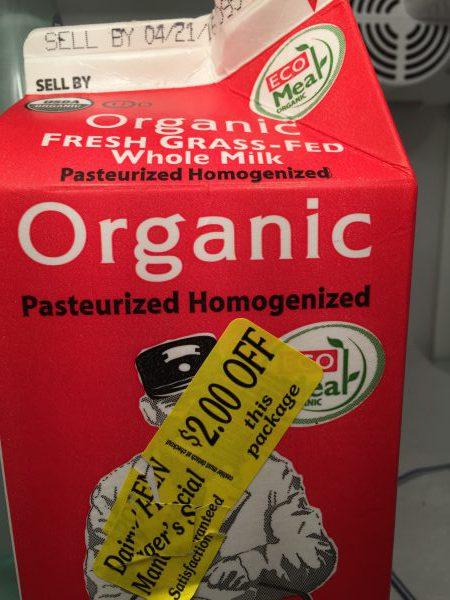 Die Öko-Milch schnappte ich mir im Supermarkt kürzlich. Sie gab es mit einem 2-Dollar-Rabatt, weil das Verfalldatum nahe war.