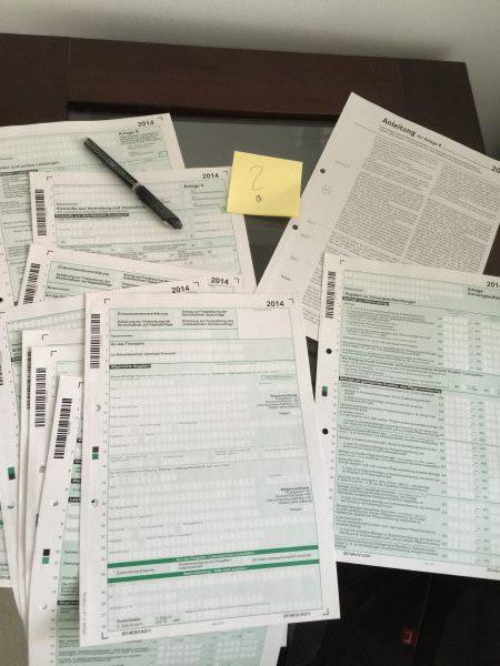 Die Steuererklärung ist ein Graus in Deutschland. Der normale Bürger blickt nicht mehr durch. So viele Formulare. Um das Kleingedruckte zu verstehen, muss man Steuerberater sein.