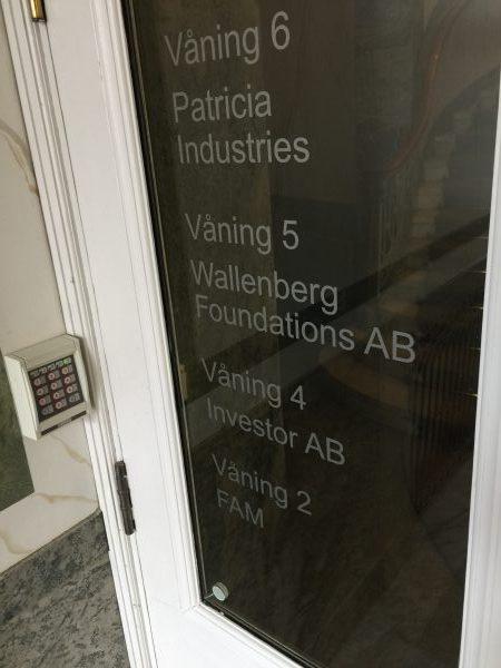 So sieht der Eingang zu den Stiftungen und Beteiligungen der Milliardärsfamilie Wallenberg aus. Das Büro begindet sich in einem Altbau in Stockholm.
