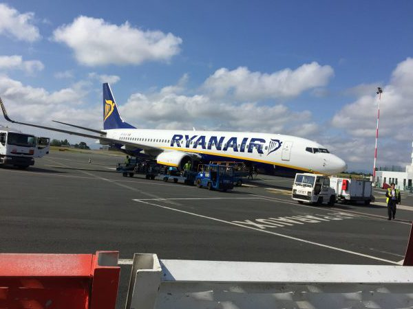 Wenn ich reise, spare ich. Ich fliege gerne mit Billigairlines wie Ryanair.