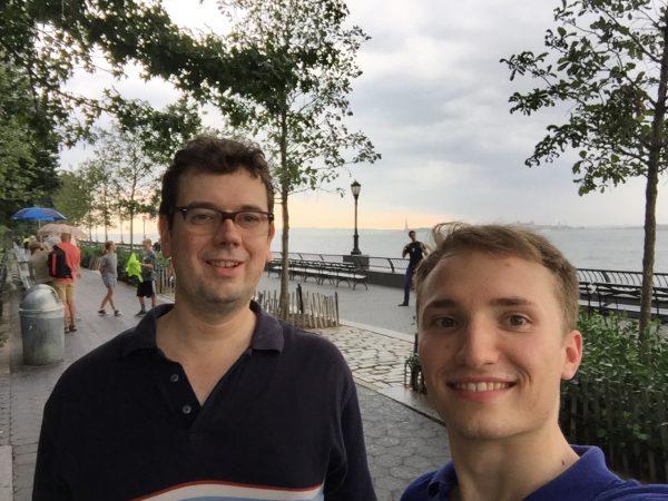 David aus Berlin macht ein soziales Jahr in New York. Er verbringt seine Zeit mit Holocaust-Überlebenden.