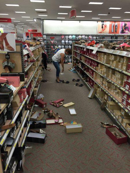 Wenn Konsumenten Schuhe kaufen, sieht es manchmal aus, als ob eine Bombe eingeschlagen hat.