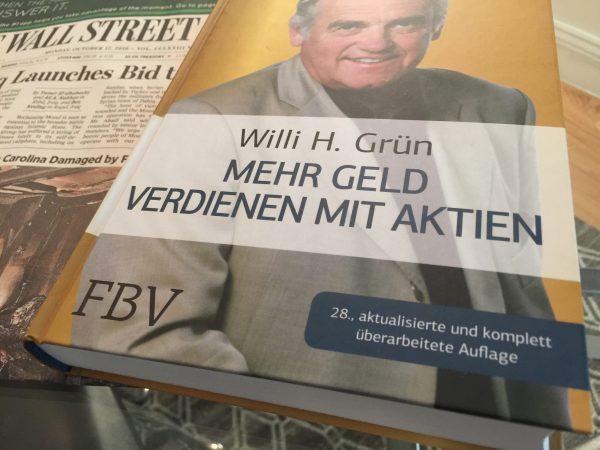 """Ich verlose sechs Mal das Buch """"Mehr Geld verdienen mit Aktien"""" von Willi H. Grün in der 28. aktualisierten Auflage."""